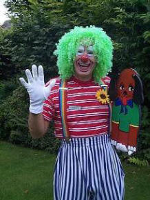 Giggles the Clown - party entertainer.