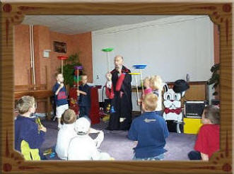 Wizard Wizzi children's birthday party magician