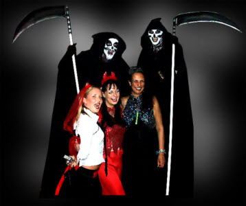 Grim Reapers - stiltwalkers for halloween events from circusperformers.co.uk and aurorascarnival.co.uk