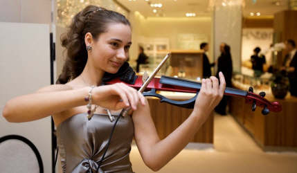 Olga D classical and pop violinist